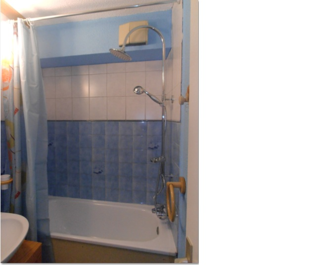 Travaux realises en juillet 2012 lecarlinadenosreves for Salle de bain carrelee jusqu au plafond